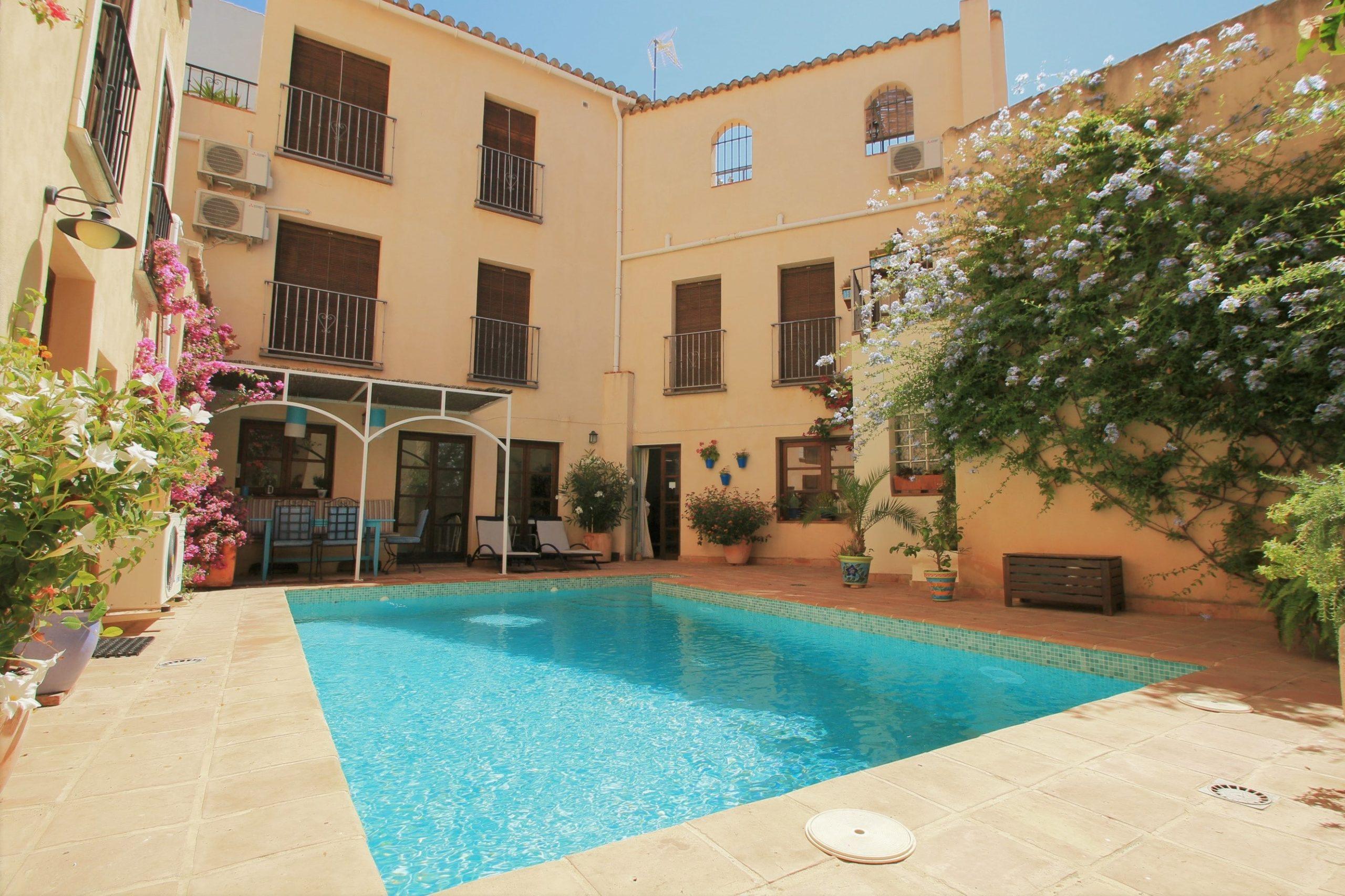 pool and patio Casa del patio
